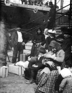 Kivándorlás ill. (historikus fekete-fehér fotó)