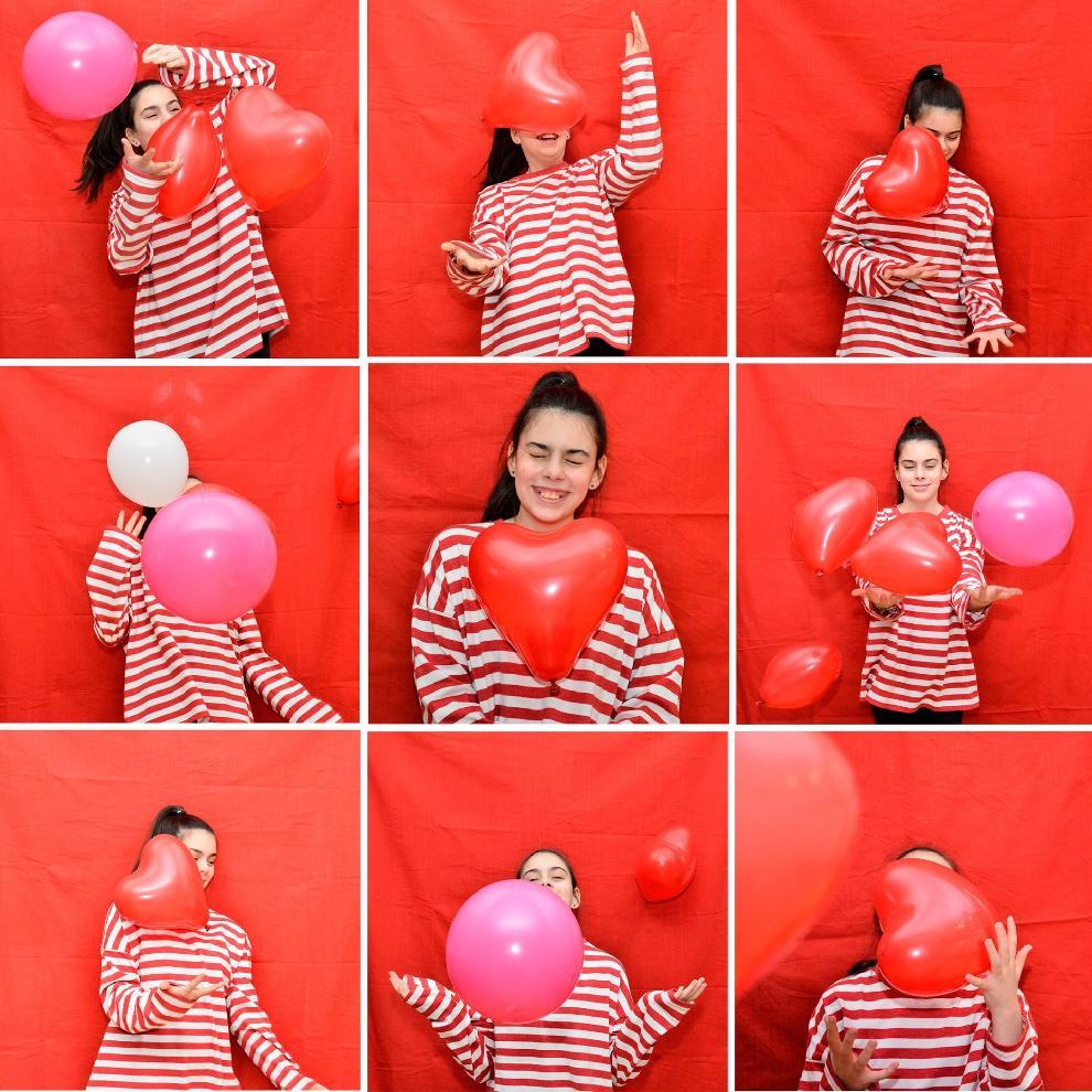 Csíkos pólós lány lufikkal (3x3 fotók)